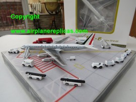 Alitalia DC-8-43 Old livery & comes with 15 pieces of GSE